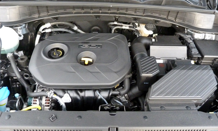 Hyundai Tucson Photos: Hyundai Tucson SE engine