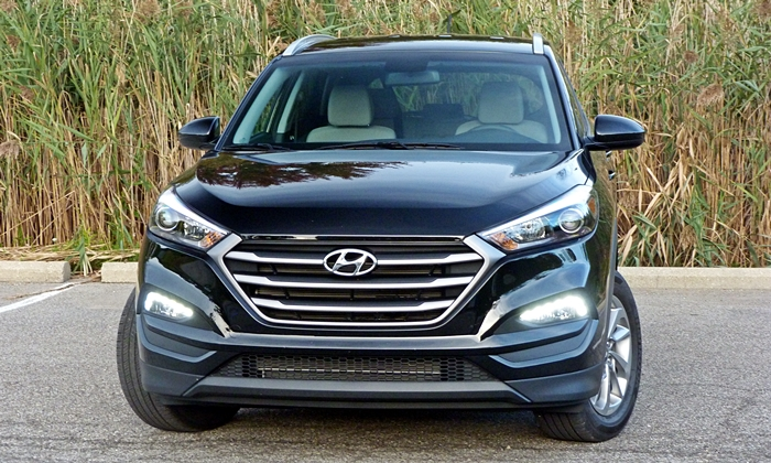 Tucson Reviews: Hyundai Tucson front view