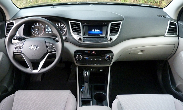 Hyundai Tucson Photos: Hyundai Tucson instrument panel full