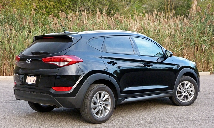 Tucson Reviews: Hyundai Tucson rear quarter view