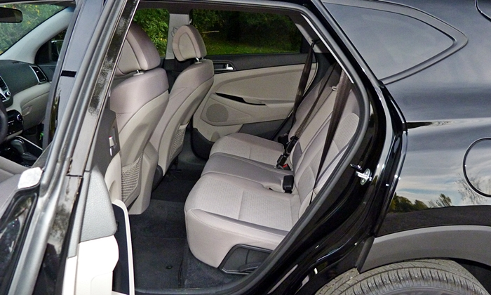 Tucson Reviews: Hyundai Tucson back seat
