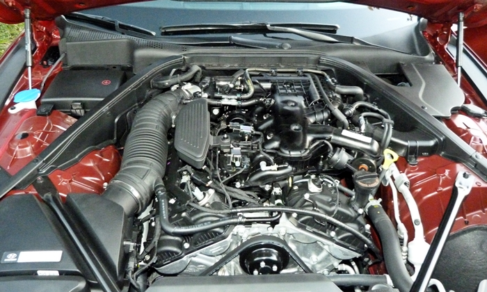 Hyundai Genesis Photos: Hyundai Genesis V6 engine uncovered