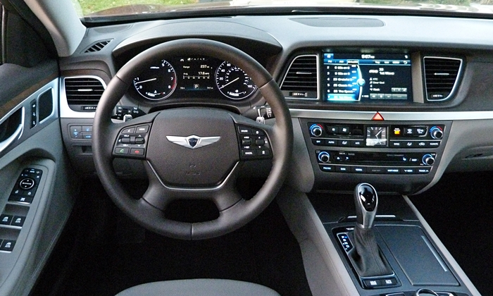 Hyundai Genesis Photos: Hyundai Genesis instrument panel