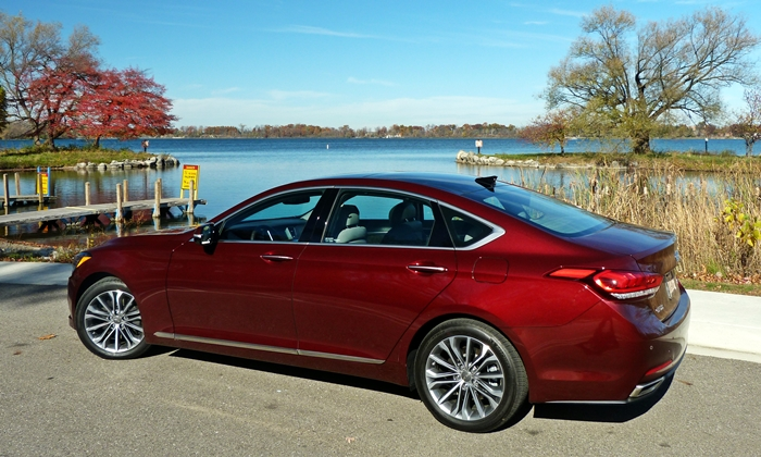 Hyundai Genesis Photos: Hyundai Genesis rear quarter view