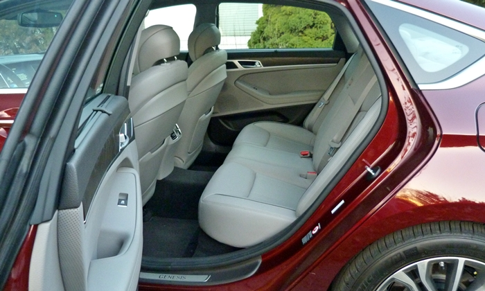 Genesis Reviews: Hyundai Genesis rear seat