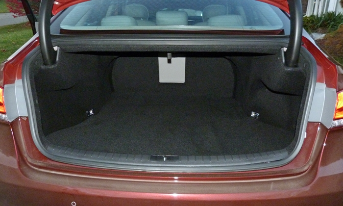 Genesis Reviews: Hyundai Genesis trunk