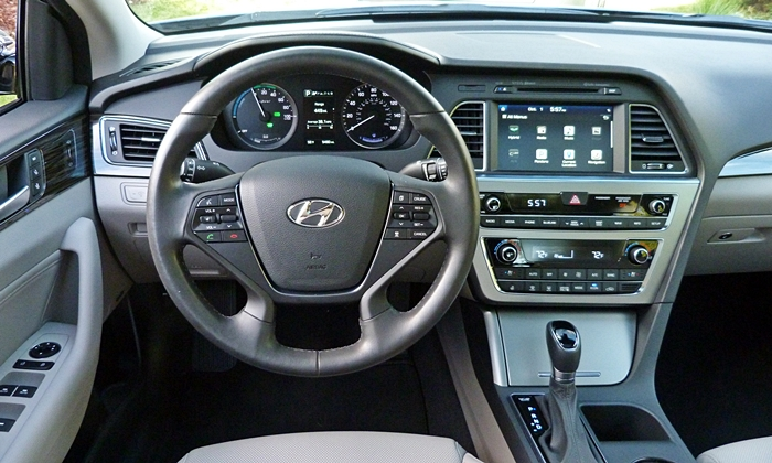 Sonata Reviews: 2016 Hyundai Sonata Hybrid instrument panel