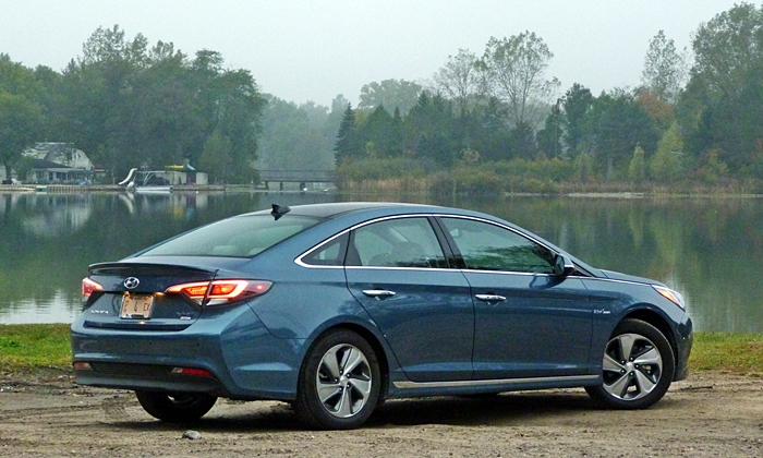 Sonata Reviews 2016 Hyundai Hybrid Rear Quarter