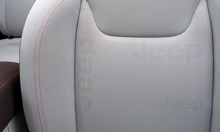 Jeep Renegade Photos: Jeep Renegade Latitude seat fabric
