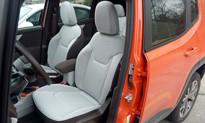 Jeep Renegade Photos: Jeep Renegade driver seat