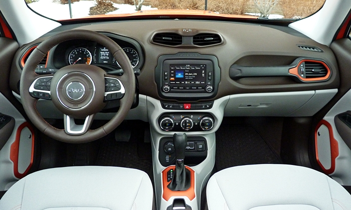 Jeep Renegade Photos: Jeep Renegade instrument panel full