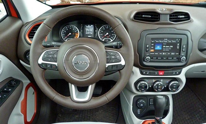 Jeep Renegade Photos: Jeep Renegade instrument panel