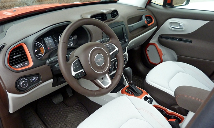 Jeep Renegade Photos: Jeep Renegade Latitude interior