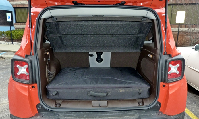 Jeep Renegade Photos: Jeep Renegade cargo area with roof panels stowed