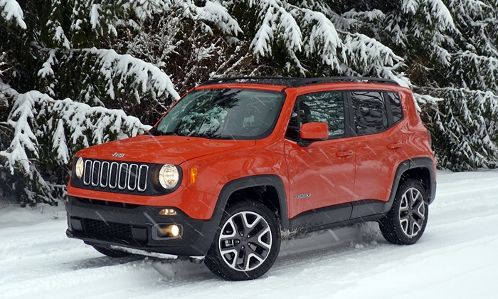 Jeep Renegade Photos: Jeep Renegade front quarter view snowing