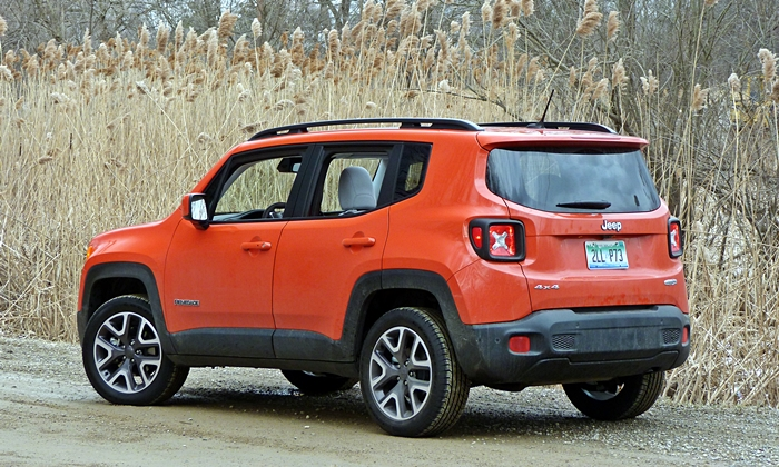 Jeep Renegade Photos: Jeep Renegade rear quarter view