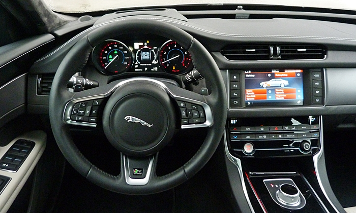 XF Reviews: Jaguar XF instrument panel