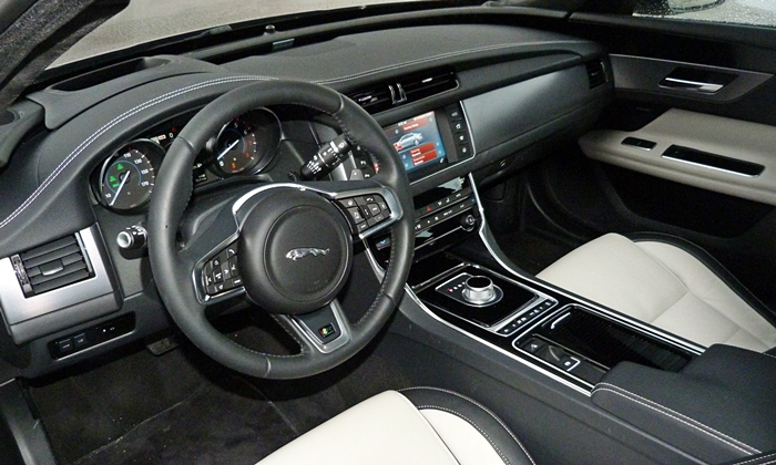 Jaguar XF Photos: Jaguar XF interior