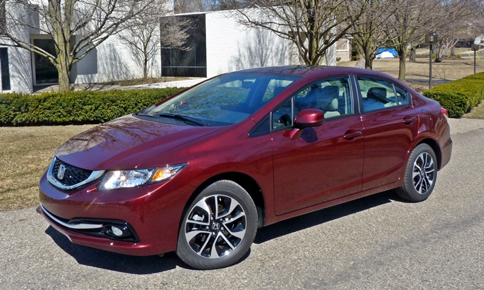Nissan Sentra Photos: 2013 Honda Civic front quarter view