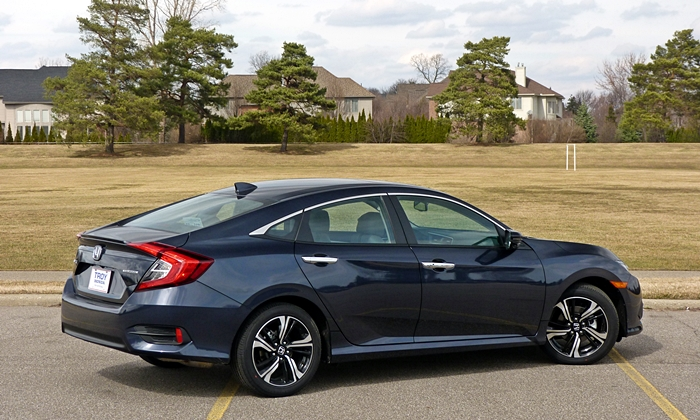 Nissan Sentra Photos: Honda Civic rear quarter view