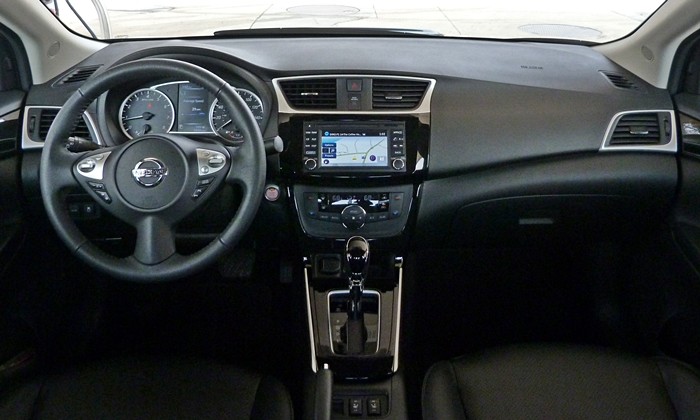 Nissan Sentra Photos: Nissan Sentra instrument panel full