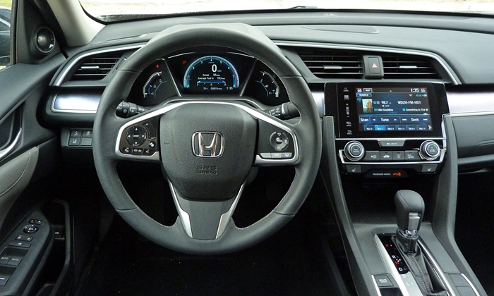 Nissan Sentra Photos: Honda Civic instrument panel