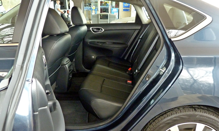 Sentra Reviews: Nissan Sentra rear seat