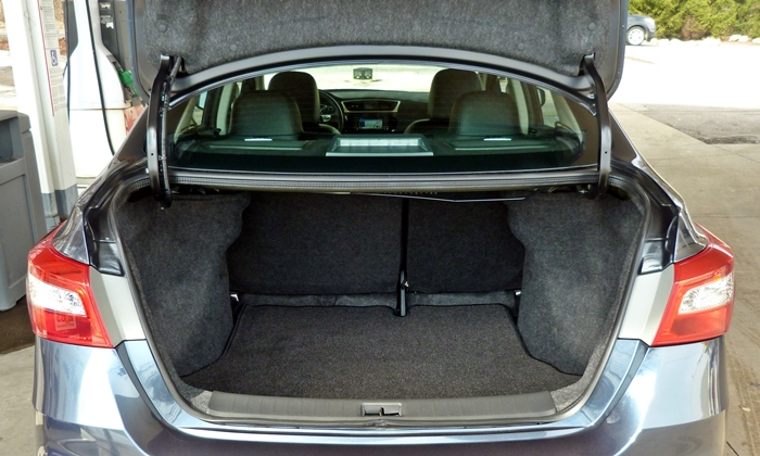 Sentra Reviews: Nissan Sentra trunk