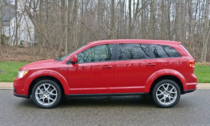 Audi Q7 Photos: 2013 Dodge Journey side view