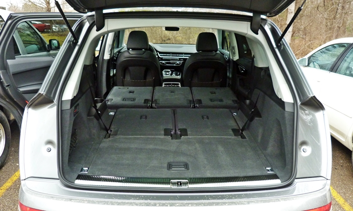 Audi Q7 Photos: Audi Q7 cargo area both rows folded