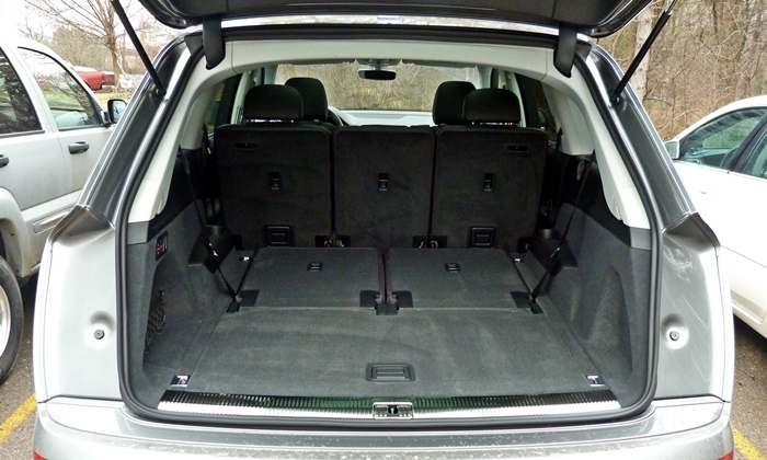 Audi Q7 Photos: Audi Q7 cargo area third row folded