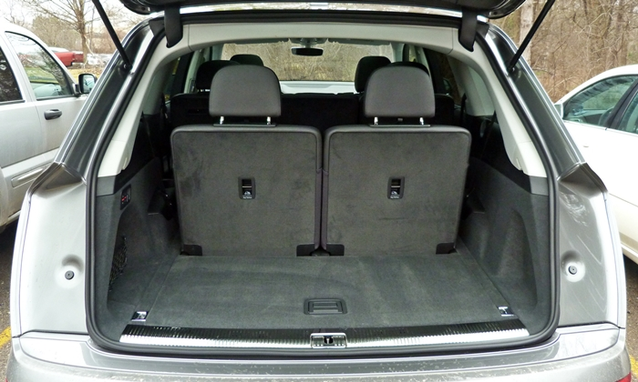 Audi Q7 Photos: Audi Q7 cargo area behind third row