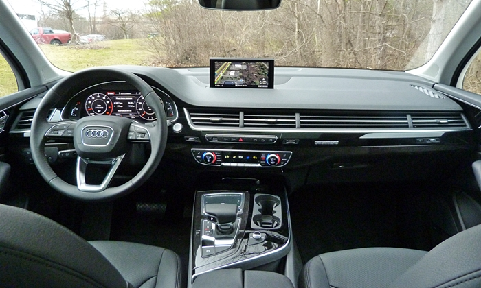 Audi Q7 Photos: Audi Q7 instrument panel full