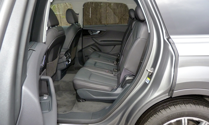 Audi Q7 Photos: Audi Q7 second row seat