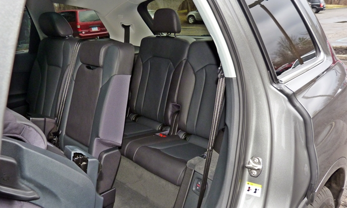 Audi Q7 Photos: Audi Q7 third row seat