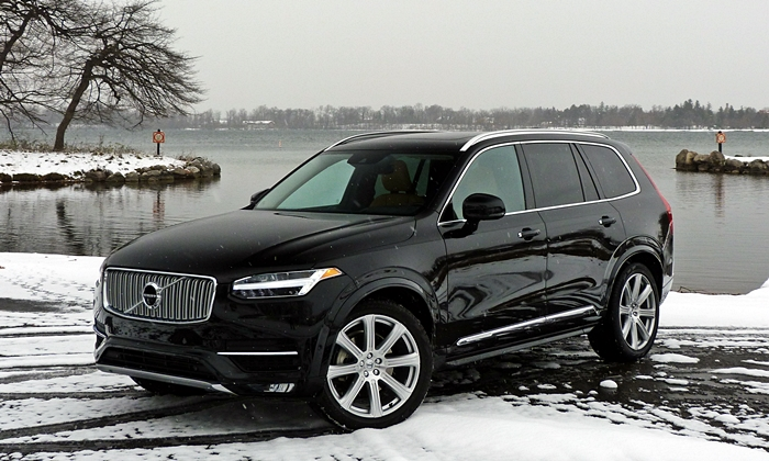 Audi Q7 Photos: 2016 Volvo XC90 front quarter