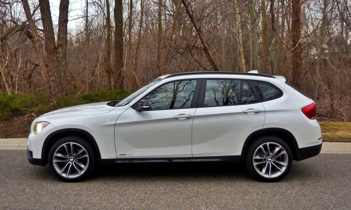 BMW X1 Photos: 2013 BMW X1 side view