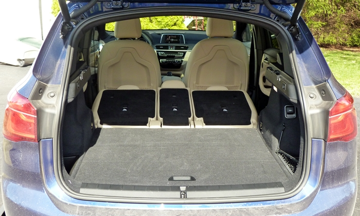 BMW X1 Photos: BMW X1 cargo area seats folded