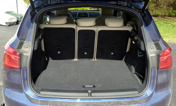 BMW X1 Photos: BMW X1 cargo area