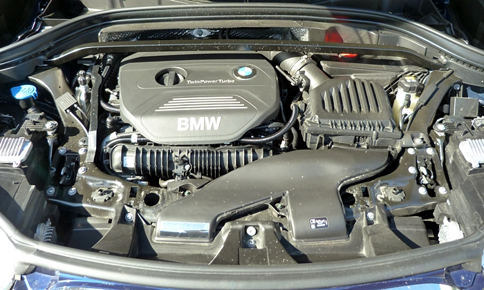 BMW X1 Photos: BMW X1 engine