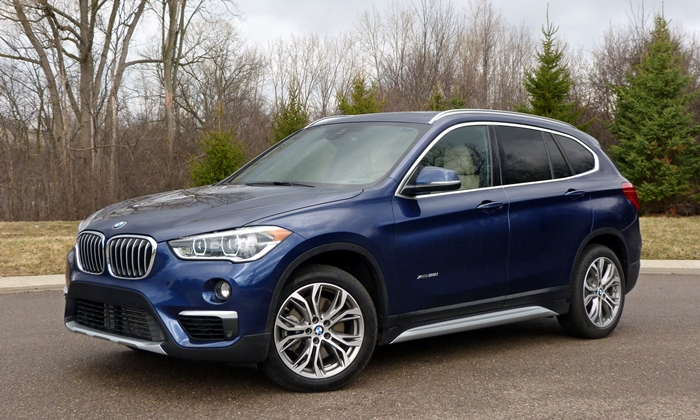 BMW X1 Photos: BMW X1 front quarter view