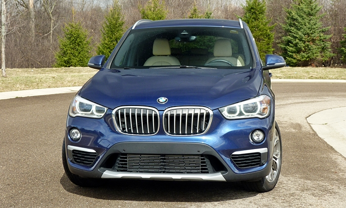 BMW X1 Photos: BMW X1 front view
