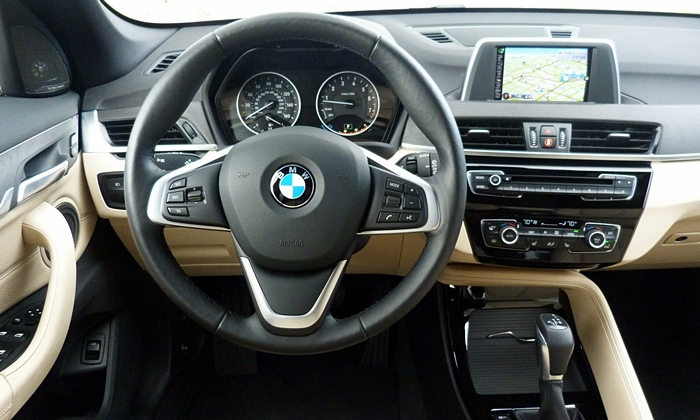 BMW X1 Photos: BMW X1 instrument panel