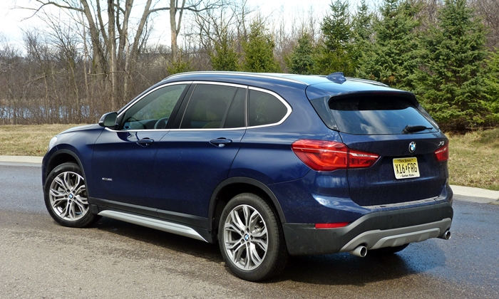 BMW X1 Photos: BMW X1 rear quarter view