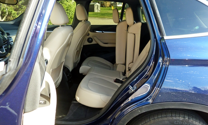 BMW X1 Photos: BMW X1 rear seat