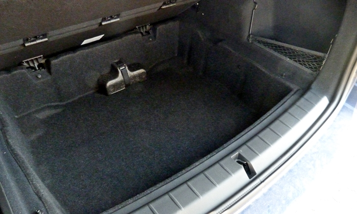 BMW X1 Photos: BMW X1 under floor storage compartment