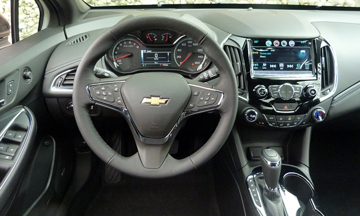 Cruze Reviews: Chevrolet Cruze instrument panel