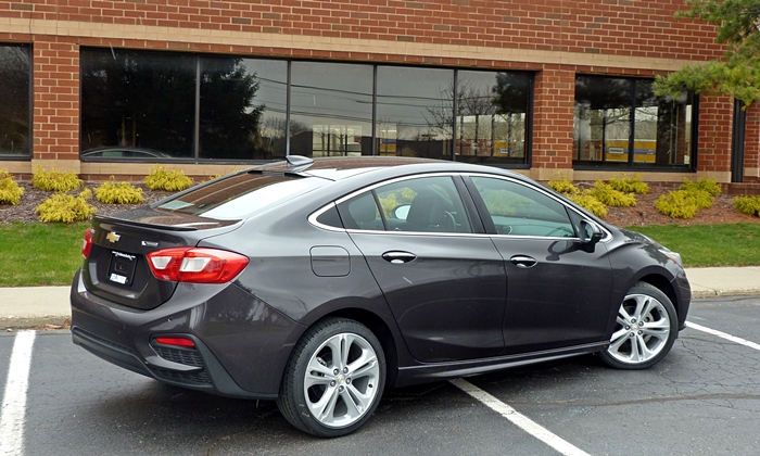 Cruze Reviews: Chevrolet Cruze rear quarter view