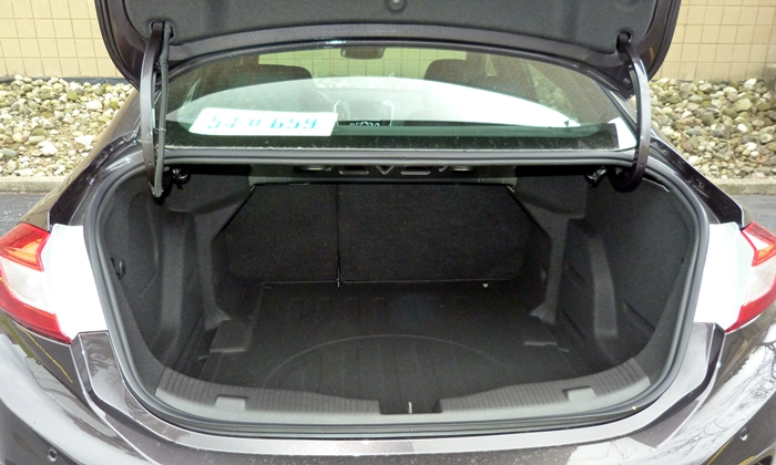 Cruze Reviews: Chevrolet Cruze trunk