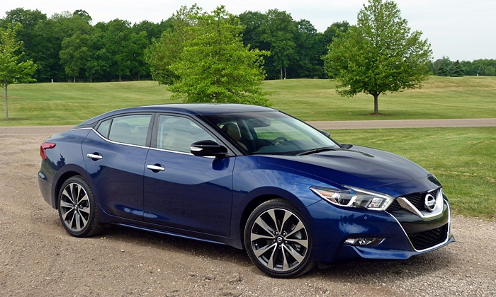 Kia Optima Photos: Nissan Maxima front quarter view